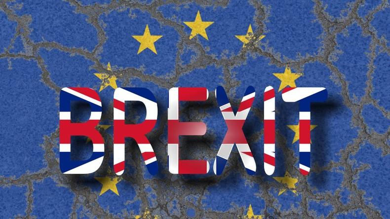 """Britische Regierung: """"Feindstaat Russland"""" ist via Twitter und Facebook auch am Brexit schuld"""