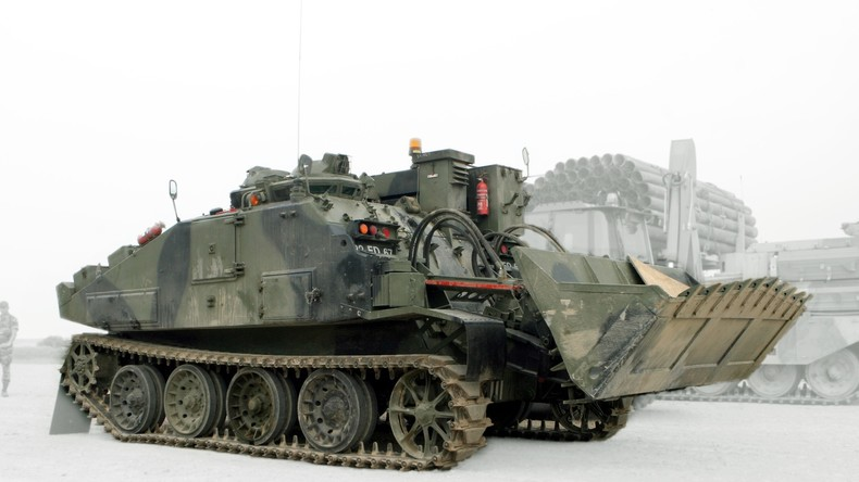 Designer bringt zwei Panzer für Kunstprojekt und verstößt gegen Kriegswaffenkontrollgesetz