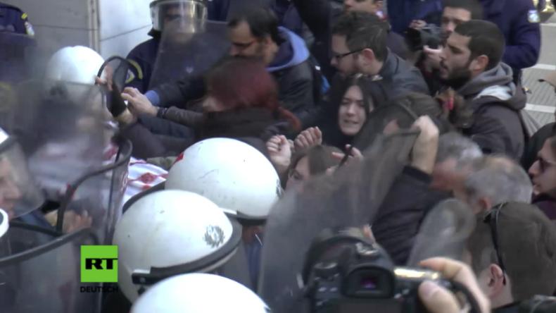 """""""Diskriminierung der Armen"""" - Heftige Zusammenstöße in Griechenland wegen Zwangsversteigerungen"""