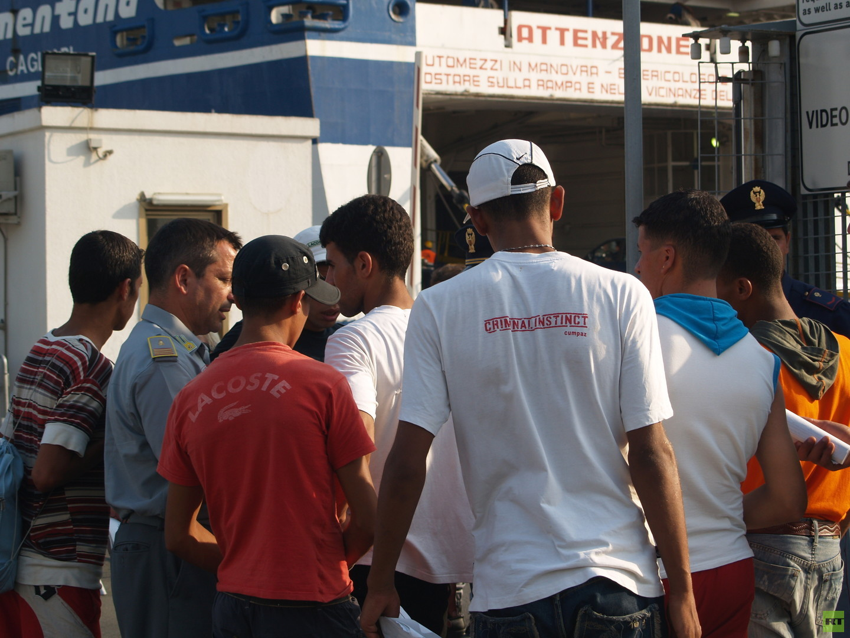Der sardische JournalistMarco Mostallino dokumentierte für RT Deutsch die Reise der Harragasund schossBilder von den Reisenden und ihrer Umgebung in Algerien und der sardischen Hauptstadt Cagliari.