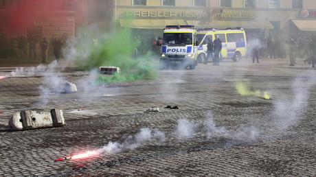 Schwedische Polizei beim Einsatz gegen rechte Demonstranten in Malmö, Schweden 23. März 2013.