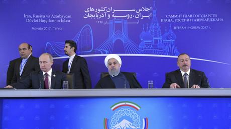 Der russische Präsident Wladimir Putin, der iranische Präsident Hassan Rouhani und Azerbaijans Präsident Ilham Alijew bei einer Pressekonferenz in Teheran, Iran, 1.November 2017.