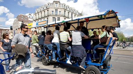 Keine Bierbikes mehr: Amsterdam verbietet Thekenfahrräder