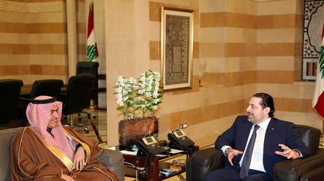 Der zurückgetrene Libanesische Premierminister Saad al-Hariri (R) mit dem Saudischen Minister Thamer al-Sabhan während eines Treffens in Beirut im Februar 2017.