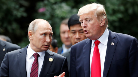 Donald Trump and Wladimir Putin während der APEC-Konferenz in Vietnam 11. November 2017