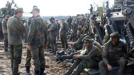 Deutsche Soldaten ruhen sich nach einer NATO-Übung aus, Litauen, 17. Mai 2017.