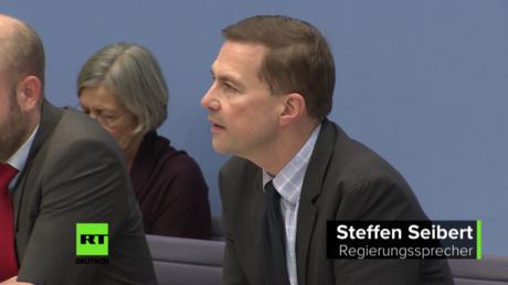 Regierungssprecher Steffen Seibert betont, dass das russische Gesetz noch nicht in Kraft sei. Haus der Bundespressekonferenz in Berlin, 15.11.2017.