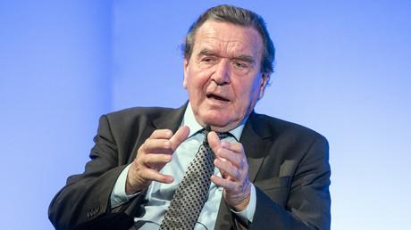Der ehemalige deutsche Bundeskanzler Gerhard Schröder sieht in Russland keine Gefahr, sondern einen Nachbarn.