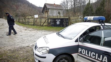 IS-Zeichen am Eingang zur bosnischen Stadt Gornja Maoca, Februar 2015