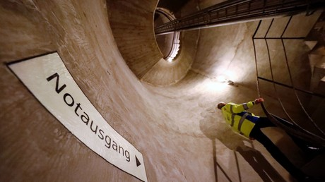 Notausgang im Geheimbunker der Deutschen Bundesbank in Cochem -  jahrzehntelang eines der best-gehüteten Geheimnisse der BRD. Gebaut um einen Atomkrieg zu überstehen, lagerten hier während des Kalten Krieges 15. Mlrd DM einer geheimen Notstandswährung. Das Bunker hat die Fläche von 8.700 Meter.