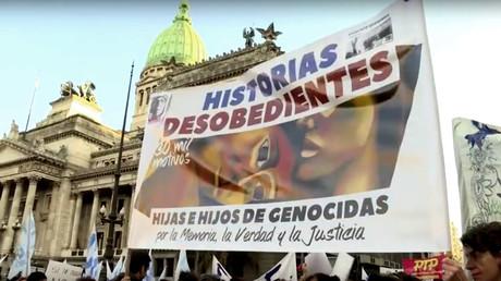 Kinder von Tätern der Gräueltaten in der Zeit der Militärdiktatur in Argentinian haben sich zu der Gruppe namens