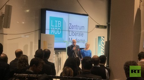 Die Grünen-Politikerin Marieluise Beck (r) und ihr Gatte Ralf Fücks (l), ebenfalls Bündnis 90/Die Grünen