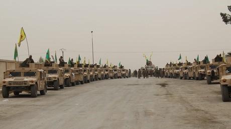 Kurdische YPG-Kämpfer, ausgerüstet mit US-amerikanischen Humvees. Bildquelle: YPG/Twitter