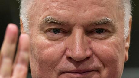 Das Tribunal der UN in Den Haag sprach den bosnisch-serbischen General Ratko Mladic in zehn von elf Anklagepunkten schuldig und verurteilte ihn zu lebenslanger Haft.