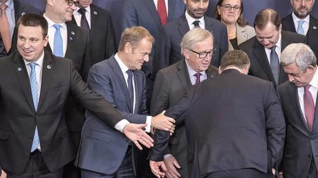 Teilnehmer machen gemeinsames Foto auf dem EU-Gipfel zur Östlichen Partnerschaft am 24. November 2017 in Brüssel.