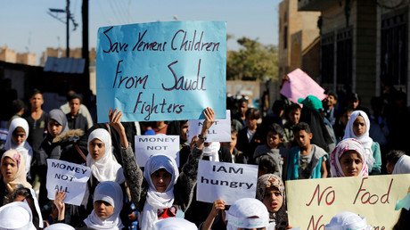 In der jemenitischen Hauptstadt Sanaa demonstrieren immer wieder Menschen gegen das von Saudi-Arabien verursachte Elend.