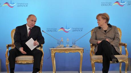Ein Bild aus etwas besseren Zeiten des deutsch-russischen Dialogs: Petersburger Dialog unter Teilnahme von Wladimir Putin und Angela Merkel im November 2012.