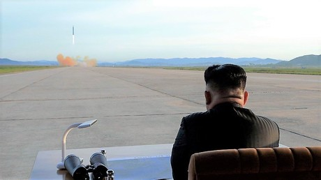 Der Staatschef Nordkoreas, Kim Jong-un, verfolgt den Start einer ballistischen Rakete am 16. September 2017. Dies war der letzte Test vor jenem am heutigen Tag.