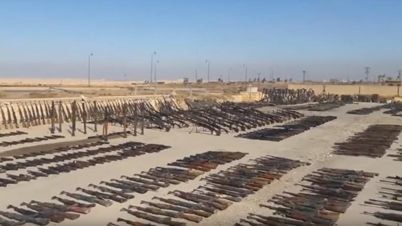 Syrische Armee zeigt IS-Waffentrophäen