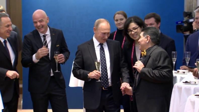 Putin stößt mit Fußballlegenden auf WM in Russland an - Ronaldo zu schüchtern, nach Selfie zu fragen