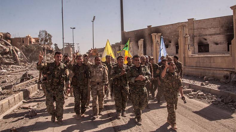 Von den USA fallengelassen: Russland unterstützt kurdische YPG-Miliz in Ostsyrien