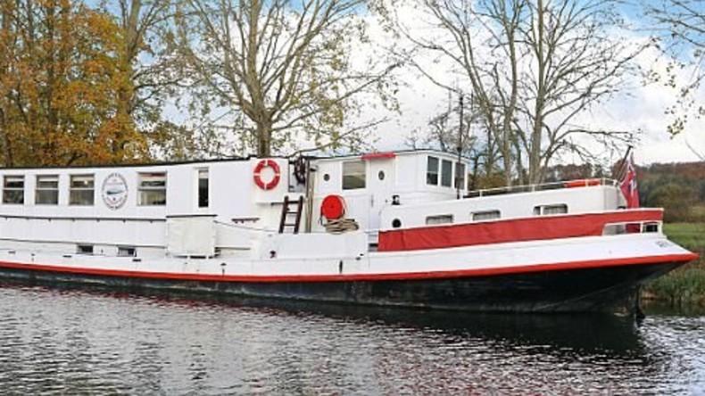Britisches Ehepaar verwandelt alte Barge in schwimmendes Luxushotel für 482.000 Euro