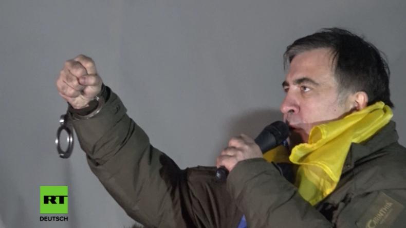 Kiew: Saakaschwili tritt nach Befreiung durch seine Anhänger mit Handschellen auf