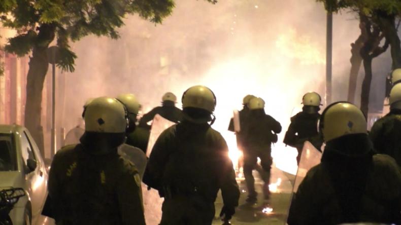 """Griechenland: """"Wie im Krieg"""" - Linksautonome gegen Polizei zum Alexandros-Gedenktag"""