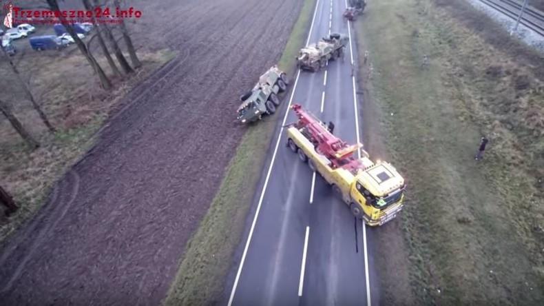Slapstick im ländlichen Polen: US-Army-Konvoi versenkt sich im Graben