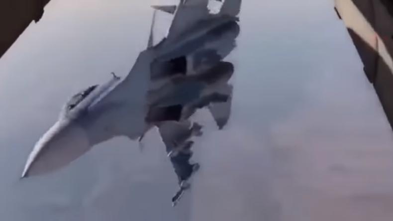 SU-30-Pilot beweist sein Können mit waghalsigem Manöver über Deir ez-Zor