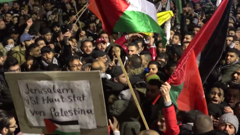 """Berlin: """"Tod, Tod Israel"""" - Dieser Protest am Brandenburger Tor erntet parteiübergreifende Kritik"""