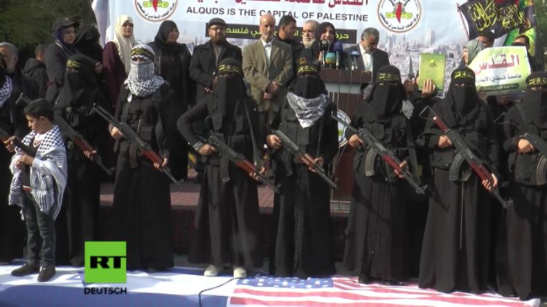 """Gaza: """"Frauen des islamischen Dschihad"""" marschieren voll verschleiert und schwer bewaffnet auf"""