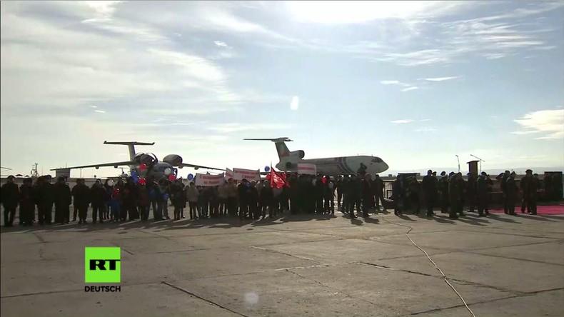 Nach Abzug aus Syrien: Erste russische Soldaten erreichen Mosdok-Flughafen in Nordossetien