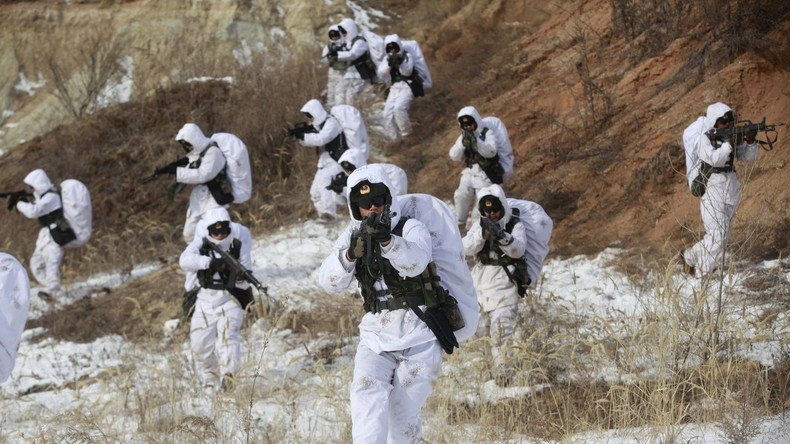 Chinesisch-indischer Medienkrieg geht weiter: Chinas Truppen sollen auf Doklam-Plateau campieren