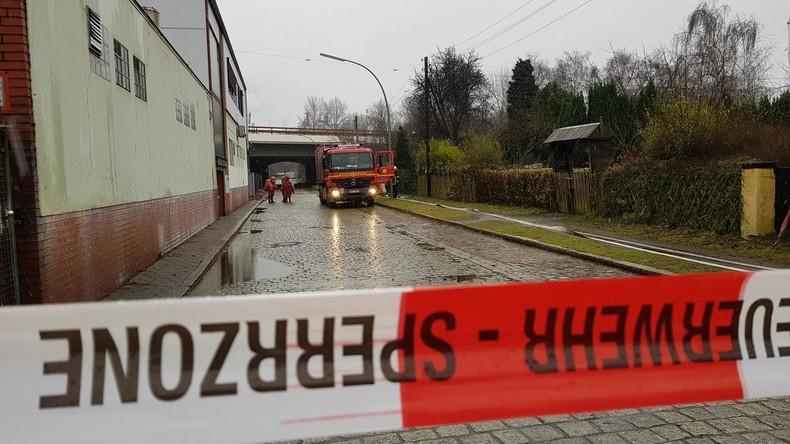 Großeinsatz in Hamburg: Fass mit hochgiftiger Chemikalie leckgeschlagen