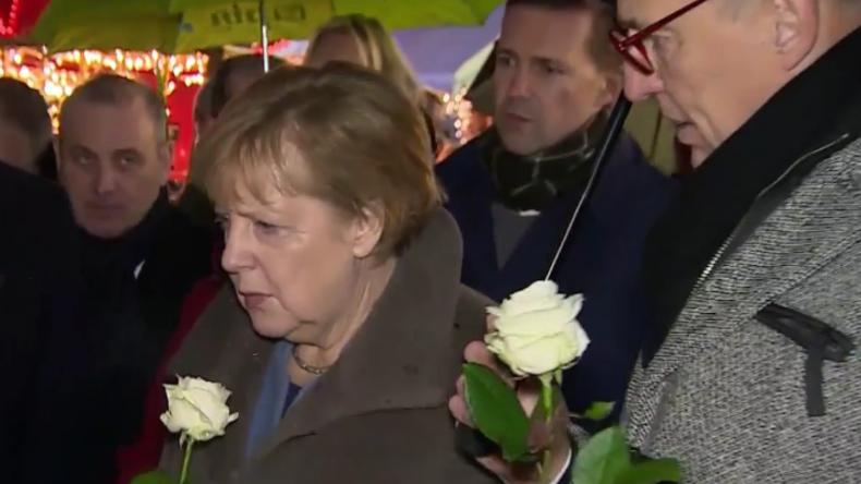 Merkel besucht Weihnachtsmarkt am Breitscheidplatz