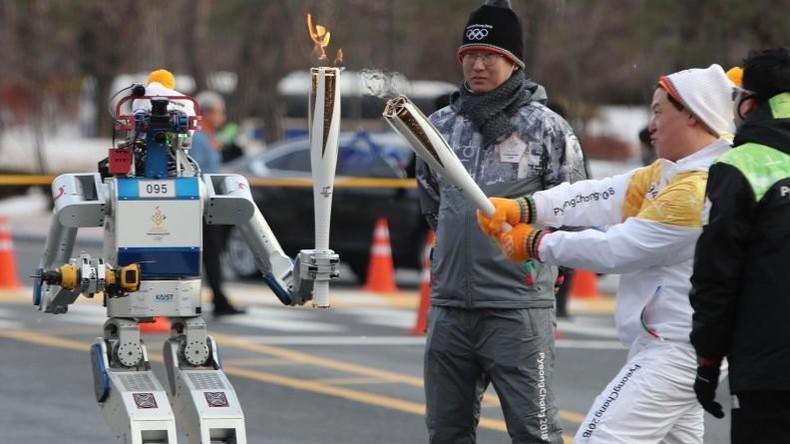Olympia-Premiere: Roboter nimmt am olympischen Fackellauf teil