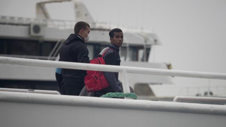 Griechenland entlastet Insellager – Flüchtlinge kommen weiterhin an
