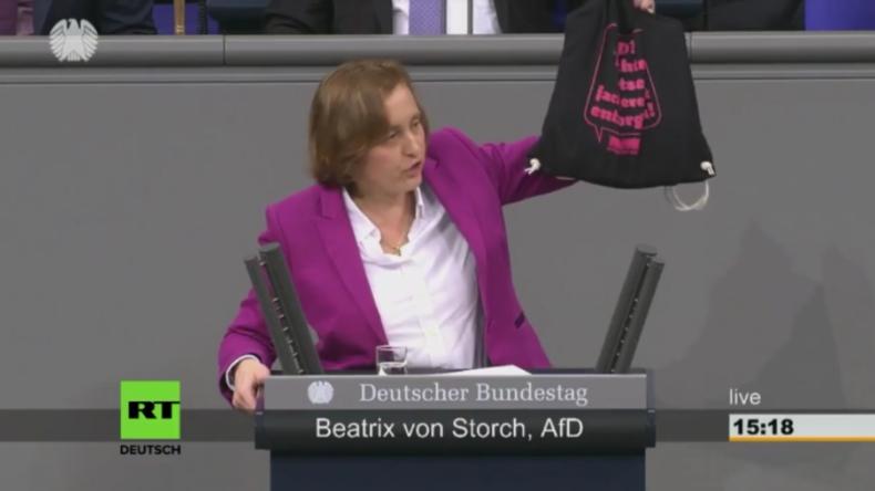"""Protestrufe bei von Storchs erster Bundestagsrede: """"SPD, Linke und Grüne unterstützen Extremisten"""""""