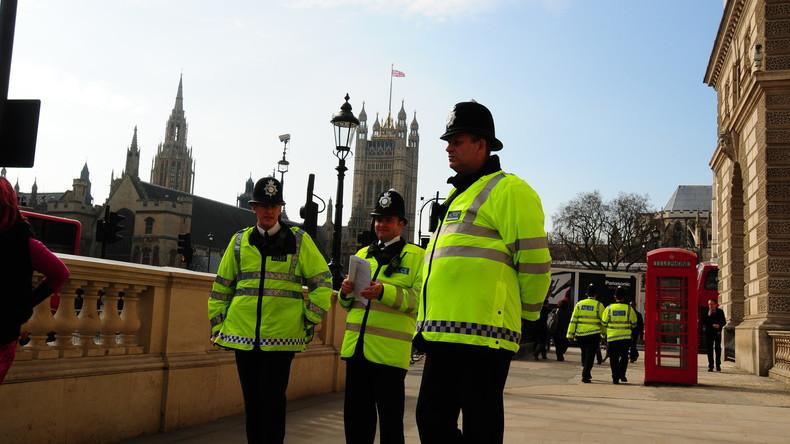 Urlaubsgrüße und Weihnachtspläne: Verbrecher veräppelt Polizei [FOTOS]