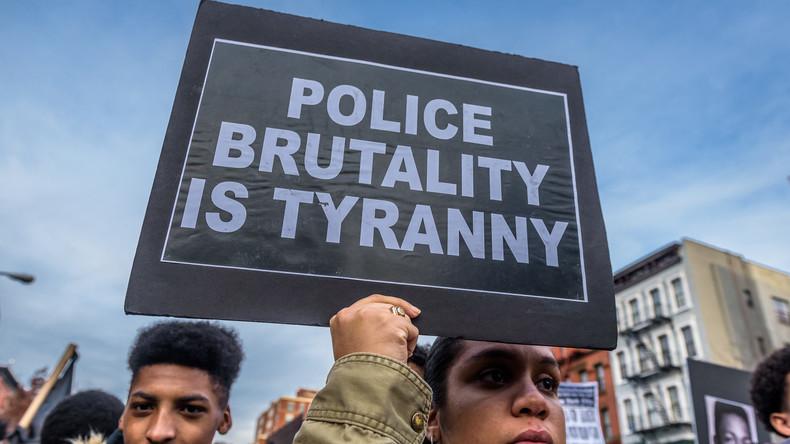 Mit gezogener Waffe: US-Polizei gerät in Kritik nach gewaltsamer Festnahme von 11-Jährigem Mädchen