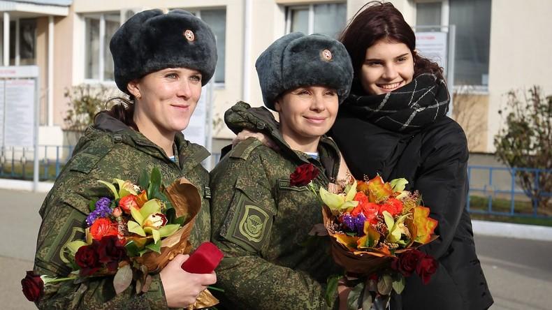 Freudige und tränenreiche Rückkehr aus Syrien: Medizinische Spezialeinheit in Russland gelandet