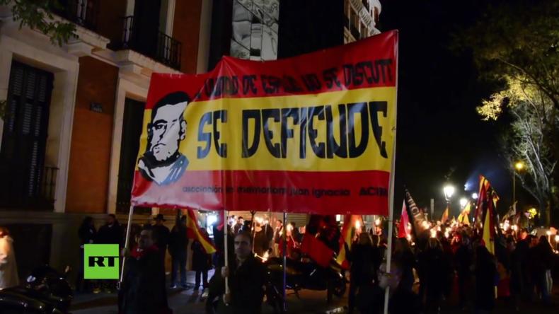 Spanien: Neonazis ehren rechtsextremen Anführer mit Fackelmarsch