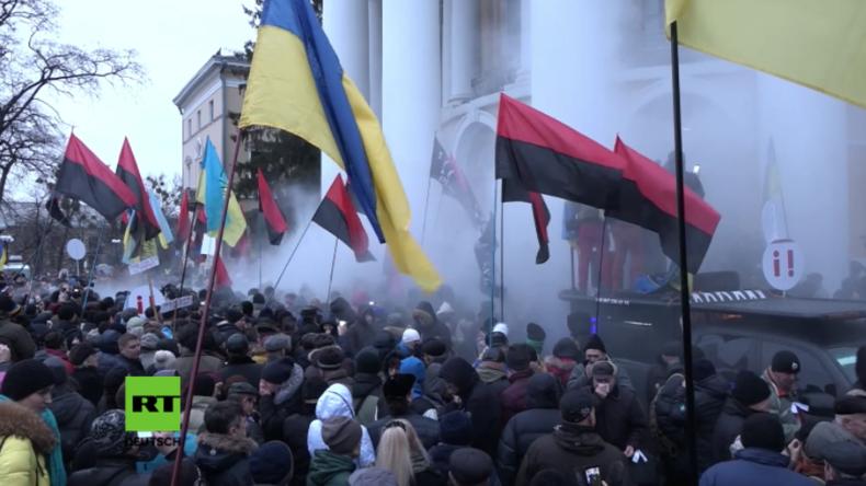 Kiew: Sturm auf Kulturzentrum - Saakaschwili und seine Anhänger stoßen schwer mit Polizei zusammen