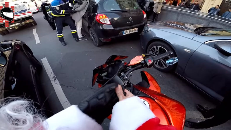 Fahrerflucht, Verfolgungsjagd & Festnahme:  Youtuber bekommt Show seines Lebens und wird zum Helden
