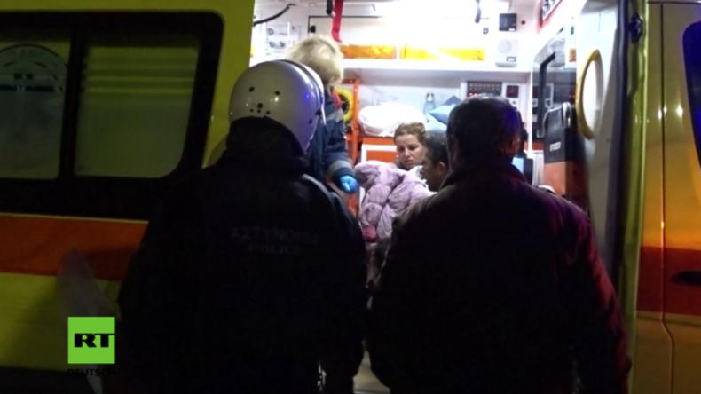 """Mindestens zehn Verletzte nach Massenschlägerei in berüchtigtem Flüchtlingslager """"Moria"""""""