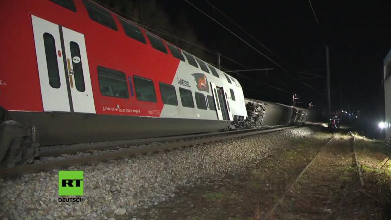 Verletzte bei Kollision von Zügen in der Nähe von Wien, zwei Waggons umgestürzt