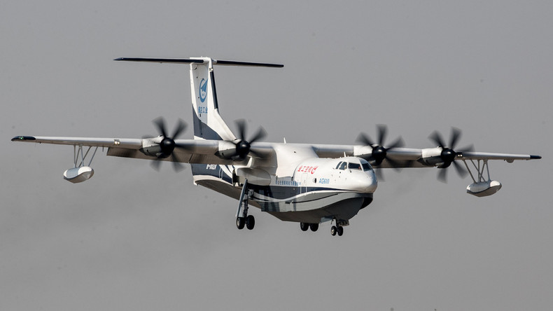 Weltgrößtes Amphibienflugzeug absolviert Jungfernflug in China