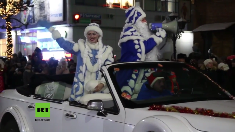 Väterchen Frost in Russland -  Ded Moros und Snegurotschka wünschen ein frohes Fest