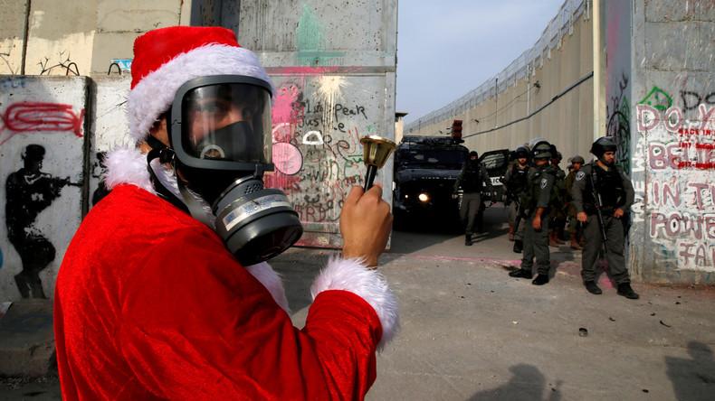 Palästinensische Weihnachtsmänner protestieren gegen israelische Armee
